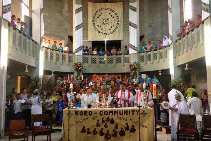 Synod-Eucharist.-L-R-Bishop-elect-Ellie-Archbishop-Winston-Bishops-Don-and-Api.-Photo-Facebook-Bishop-Don-Tamihere_photoDisplay.jpg