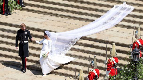 royal-wedding-harry-meghan-stairs-train-gty-thg-180519_hpMain_16x9_608.jpg