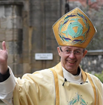 Justin Welby in mitre with crozier.png